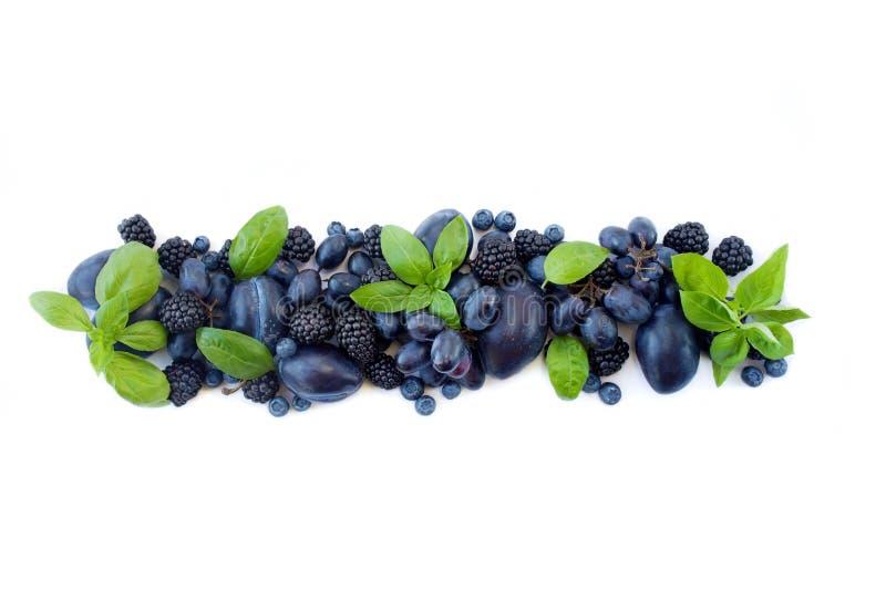 Группа в составе свежие фрукты и ягоды с ` s базилика на белой предпосылке стоковые фотографии rf
