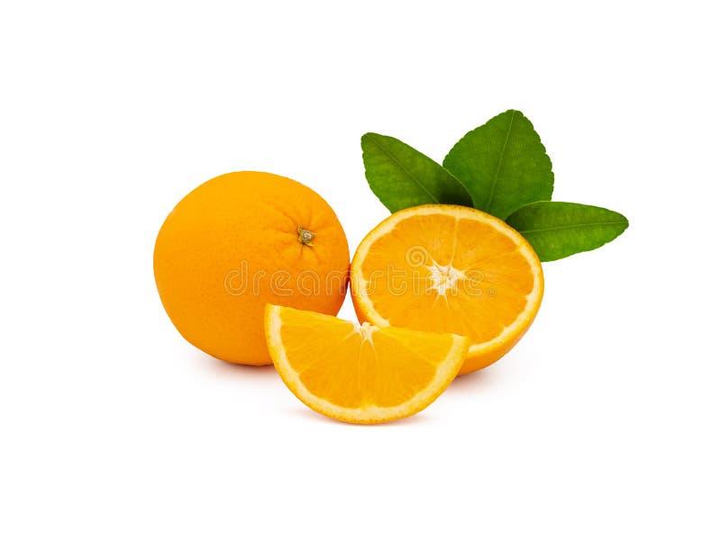 Группа в составе свежий апельсин приносить с зелеными листьями стоковое изображение