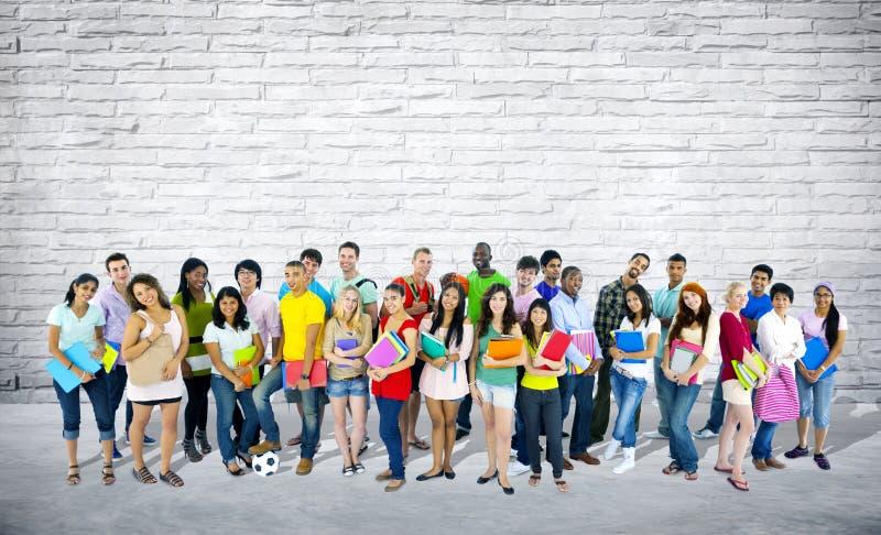 Группа в составе смешанные студенты времени и гонки стоковые фотографии rf