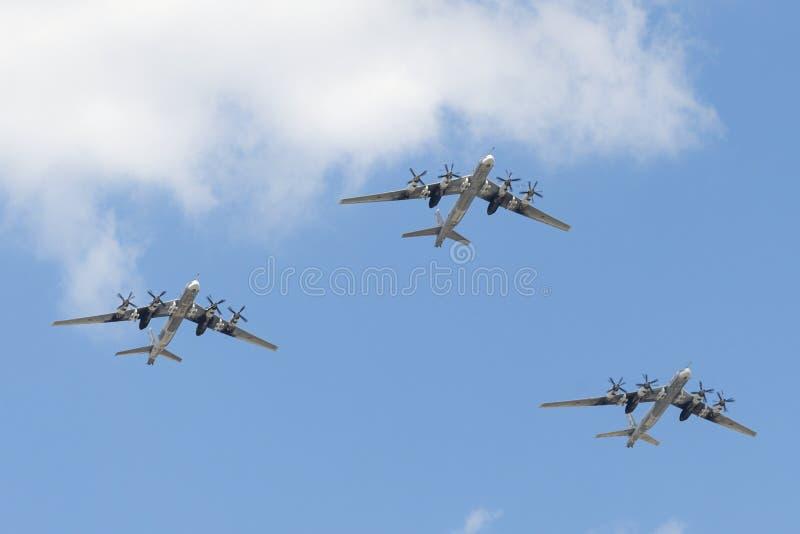 Группа в составе советский стратегический Туполев Tu-95 бомбардировщика стоковое фото