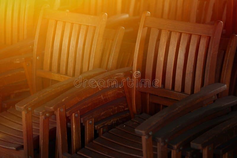 Группа в составе старые античные деревянные стулья стоковое фото rf