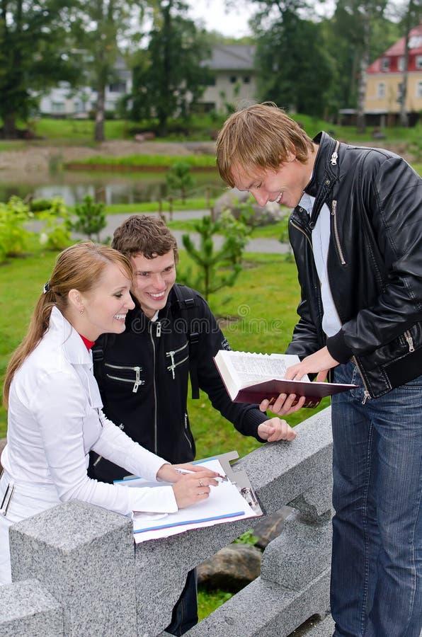 Группа в составе студенты стоковые изображения