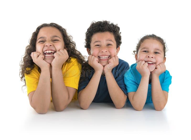 Группа в составе счастливый смеяться детей стоковое фото rf