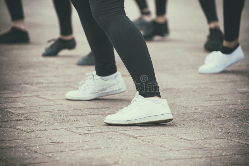 Группа в составе танцевать девочка-подростков стоковые фото