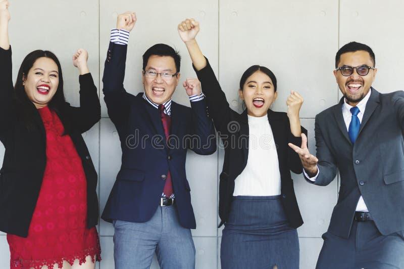 Группа в составе успешные бизнесмены счастливые стоковая фотография rf