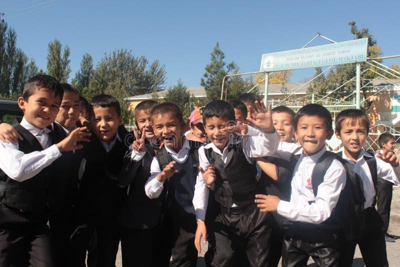 Группа в составе школьники стоковая фотография