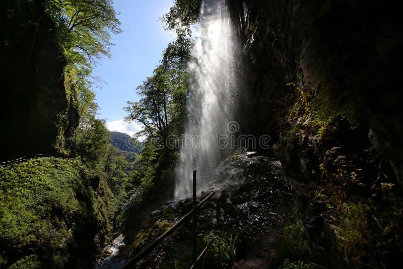 Группа в составе Akarmar водопады Гигант водопада стоковая фотография rf