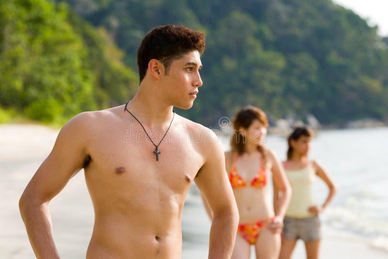 группа друзей пляжа стоковое фото rf
