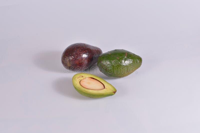 Группа изолированных объектов Avocados на белом фоне стоковое изображение