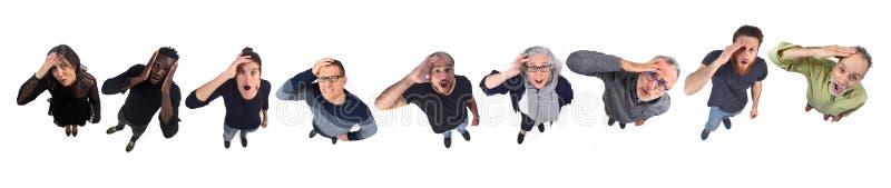 Группа людей с выражением забывчивости или удивления на белом фоне стоковое фото