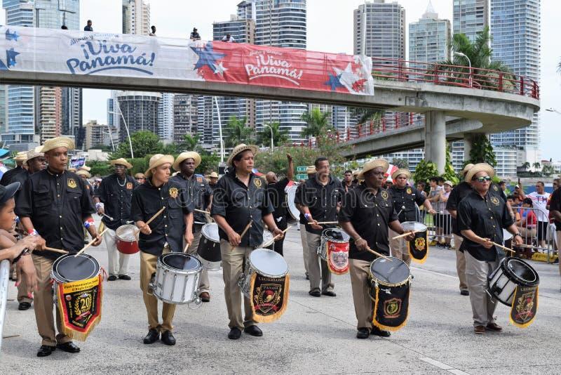 Группа проходя парадом на патриотические дни в Панаме стоковое изображение rf