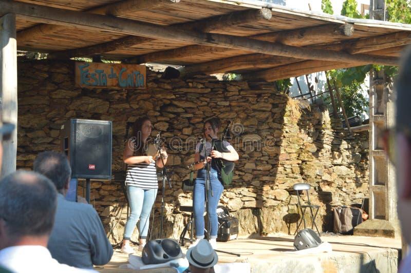 Группа тамбурин и волынки на фестивале Gaita в Quinta De Cancelada стоковая фотография