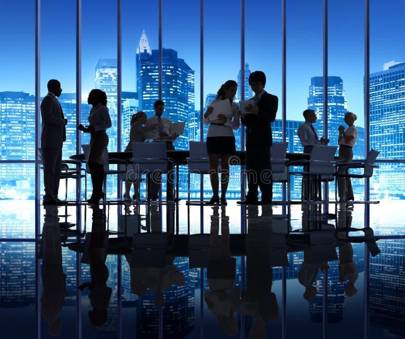 Группа людей силуэта в деловой встрече стоковая фотография