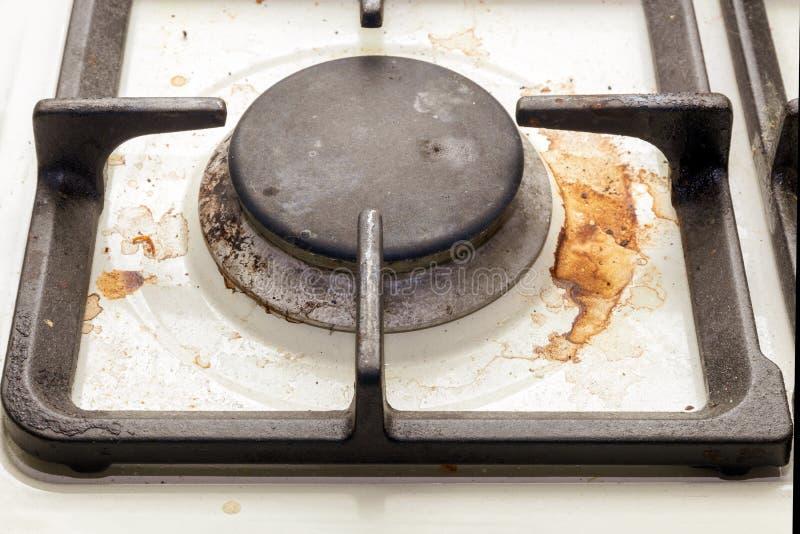 Грязная газовая плита кухни стоковое фото rf
