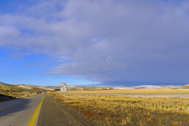 Грязная улица в красивом Пампасе стоковое фото rf