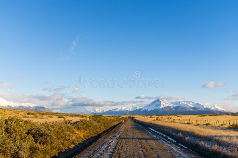 Грязная улица в красивом Пампасе стоковая фотография