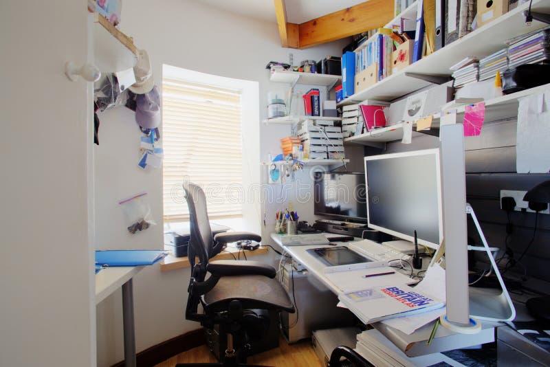 Грязный домашний офис стоковая фотография