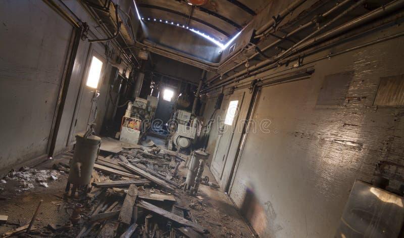 Грязный старый интерьер поезда стоковое изображение