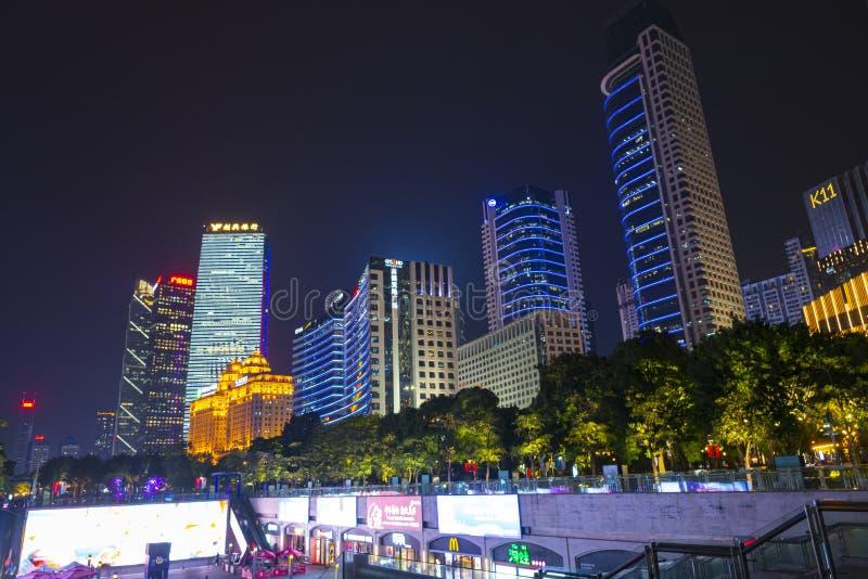 ГУАНЧЖОУ, КИТАЙ - декабрь 29, 2018: взгляд ночи городского пейзажа Гуанчжоу с небоскребами и современными зданиями в деле Zhujian стоковое фото