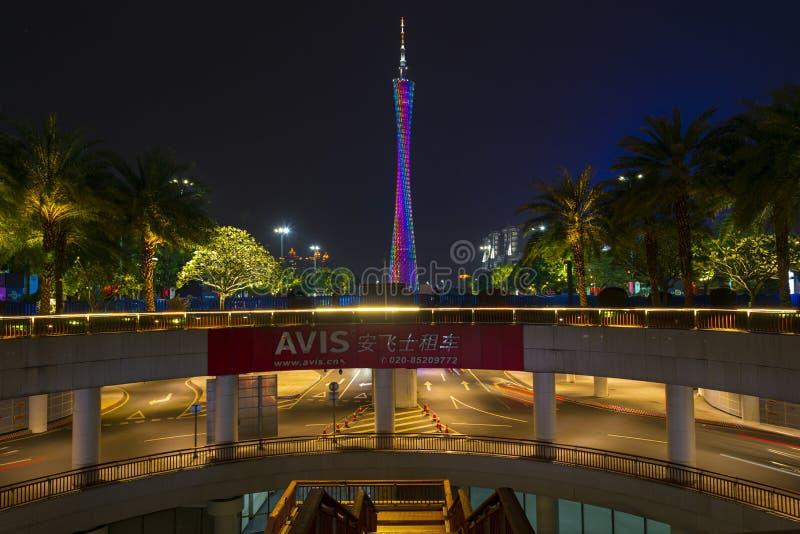 ГУАНЧЖОУ, КИТАЙ - декабрь 29, 2018: взгляд ночи городского пейзажа Гуанчжоу с небоскребами, башней Гуанчжоу и современными здания стоковое фото rf