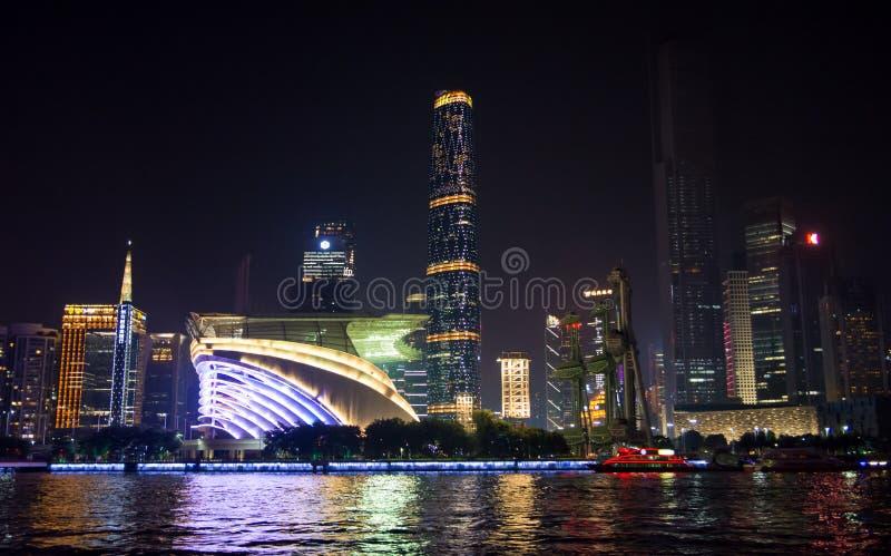 ГУАНЧЖОУ, КИТАЙ - 13-ОЕ СЕНТЯБРЯ 2016: Взгляд ночи wa города Гуанчжоу стоковые фото