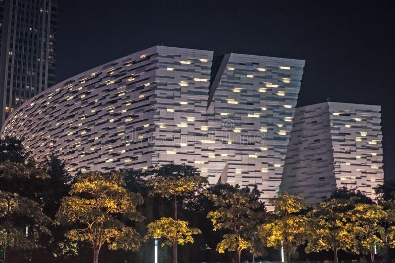 ГУАНЧЖОУ, КИТАЙ - SEPT. 28: Взгляд ночи новой библиотеки Гуанчжоу стоковое фото