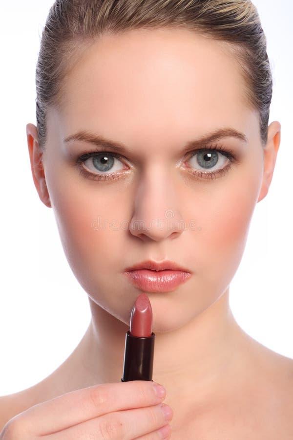губа художника красивейшая делает для того чтобы вставить вверх женщину стоковая фотография rf