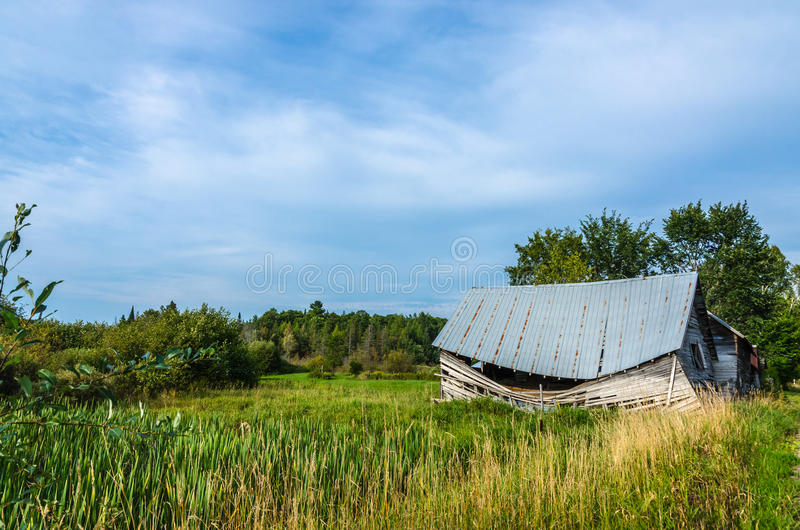 Download Губит старый амбар стоковое фото. изображение насчитывающей countryside - 81807980