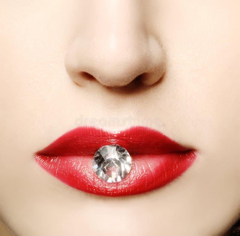Губы красоты красные с диамантом стоковая фотография rf