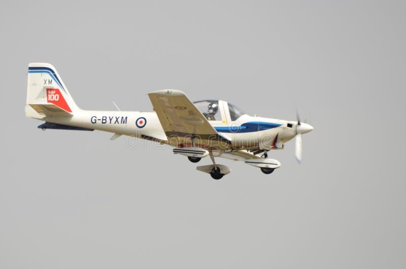 Гувернер Grob, учебный самолет RAF, ясный взгляд со стороны, RAF100 стоковое изображение
