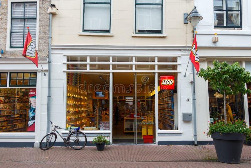 Гуда, Нидерланды - Circa 2019 : Магазин игрушек Lego стоковое изображение