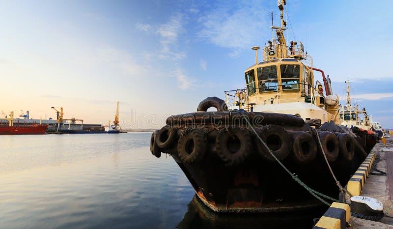 Гуж конца-вверх на пристани в морском порте стоковая фотография rf