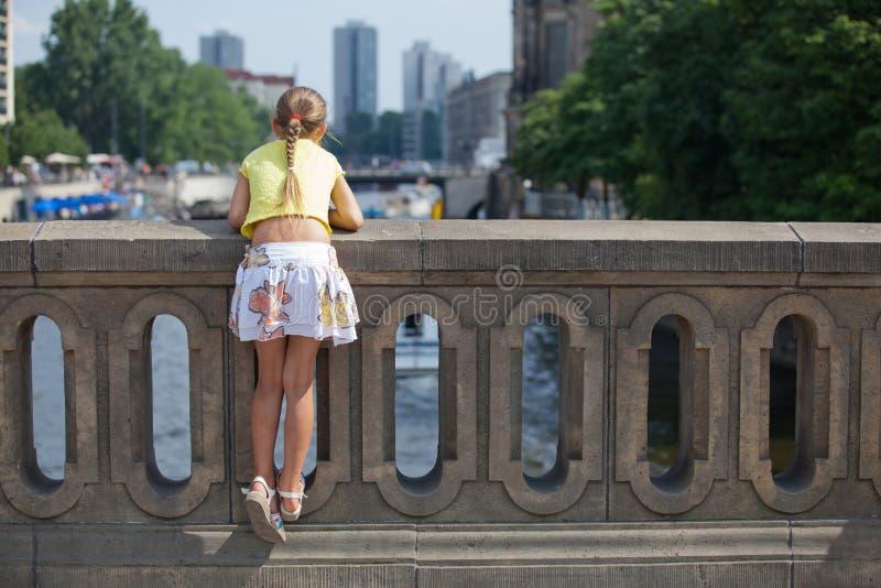 гулять города berlin туристский стоковые фотографии rf