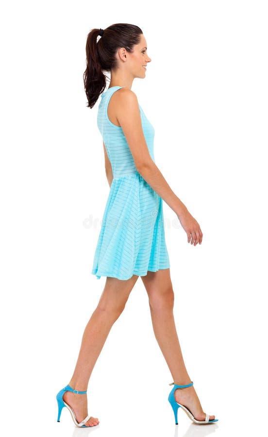 Гулять женщины стоковое изображение