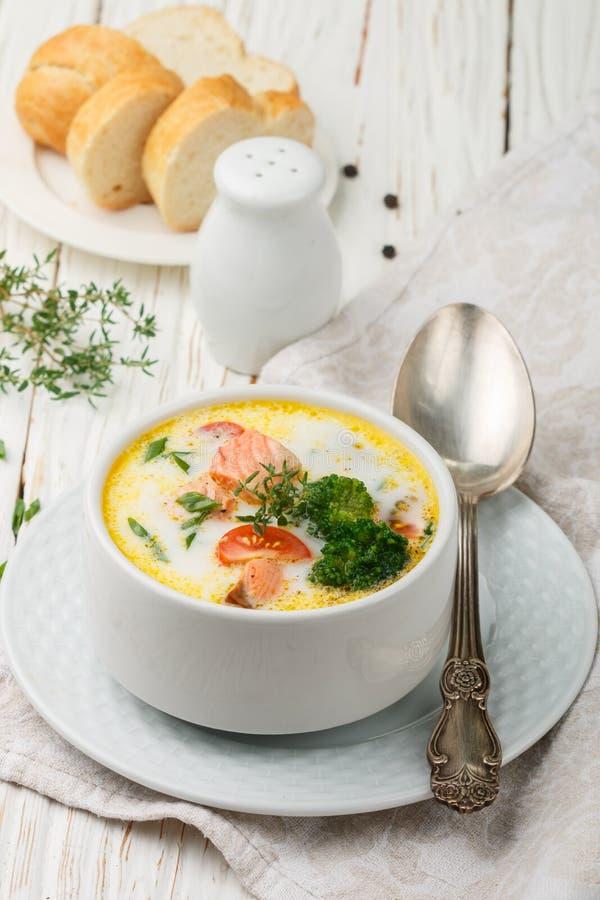 Густой суп с форелью и овощами стоковая фотография rf