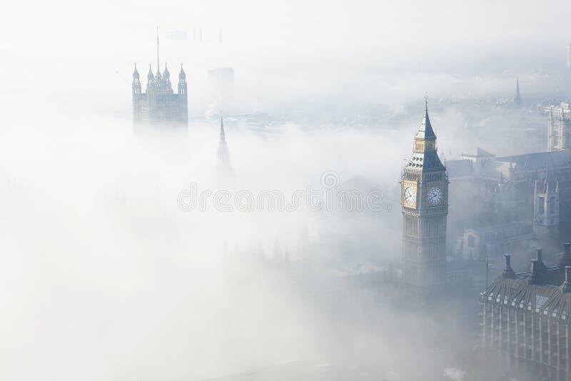 Густой туман ударяет Лондон стоковые фото