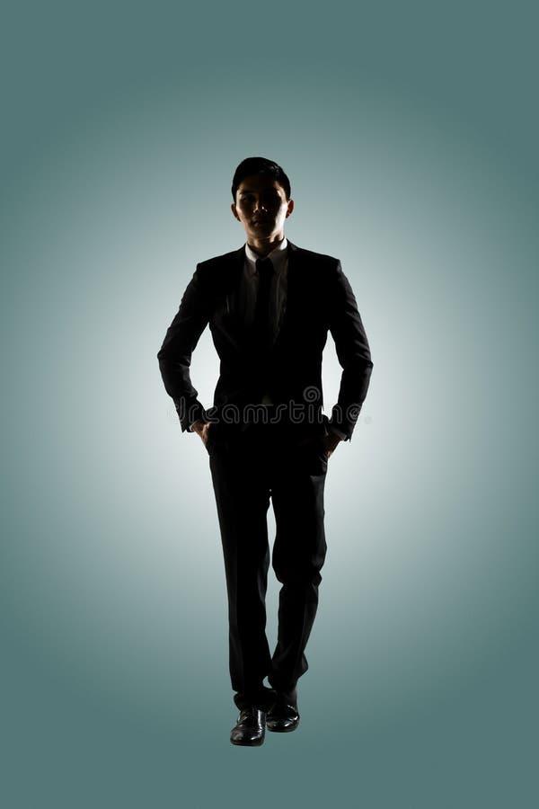 гулять бизнесмена уверенно стоковая фотография rf