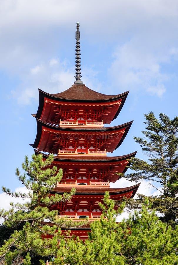 Главная башня святыни Itsukushima в Хиросиме, Японии стоковое фото rf