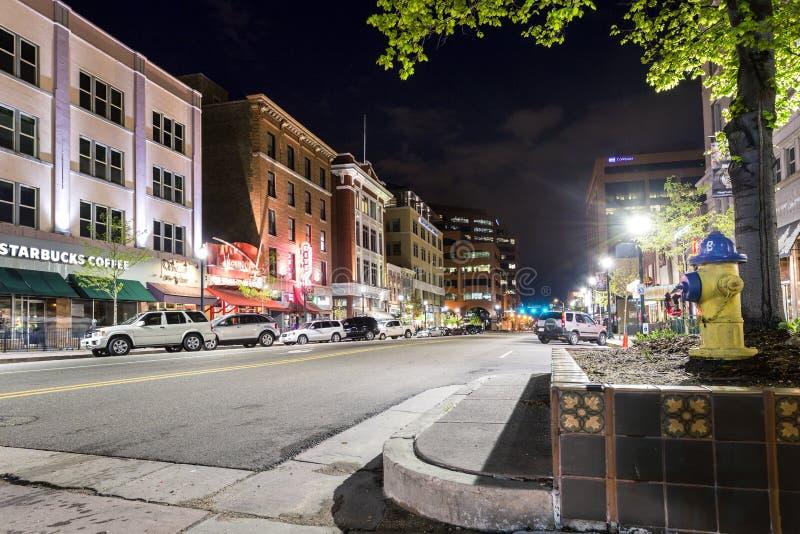 Главная улица в весне Колорадо, CO, США стоковая фотография rf