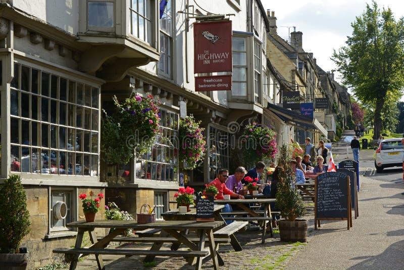 Главная улица в Burford, Оксфордшире, Англии стоковая фотография rf