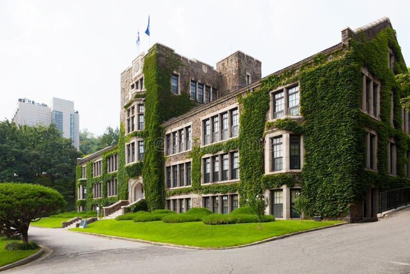 Главное историческое и административное здание университета Yonsei - Сеула, Южной Кореи стоковые изображения rf