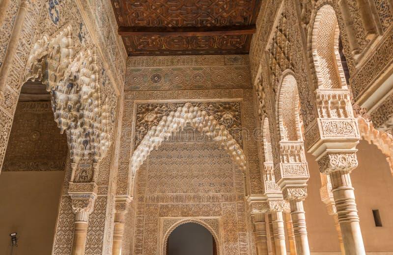 Главные столбцы Альгамбра в дворце Испании Альгамбра стоковая фотография rf