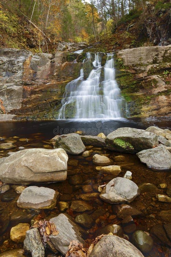 Главный водопад на Кенте падает парк штата в западном Коннектикуте стоковая фотография
