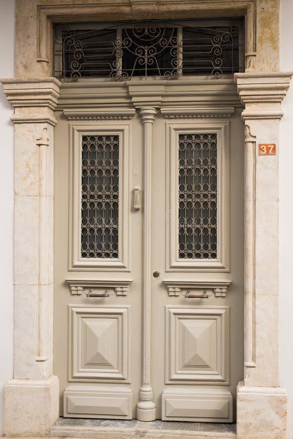 Главный вход дома с дверью стоковая фотография rf