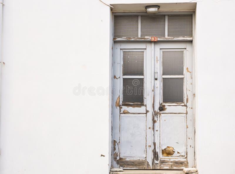 Главный вход дома с дверью стоковое изображение rf