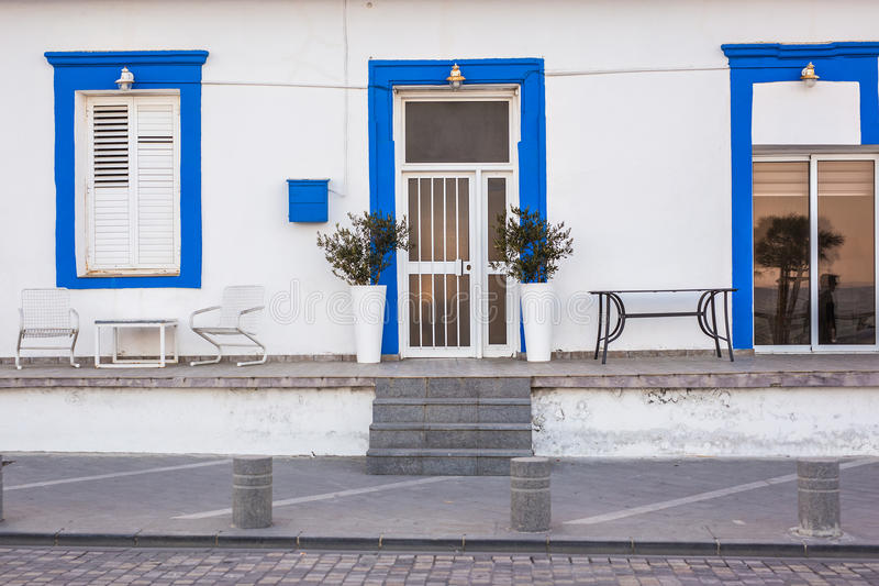 Главный вход дома с дверью стоковое фото rf
