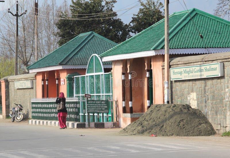 Главный вход сада Mughal (Shalimar). стоковые фото