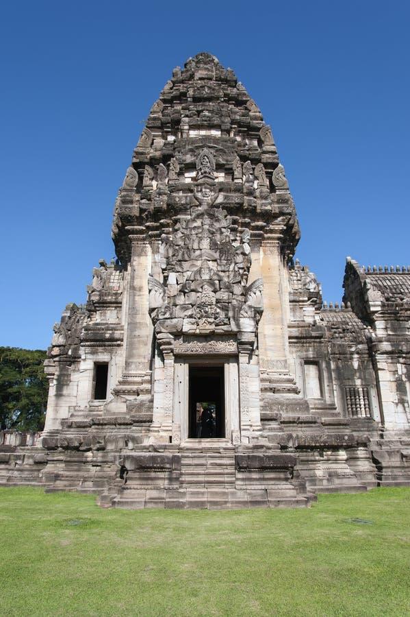 Главным образом башня в парке phimai историческом стоковое фото rf