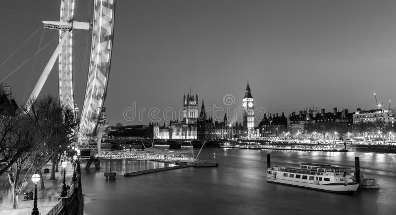 Глаз Лондона, большое Бен и парламент Великобритании в Лондоне, Великобритании стоковое изображение