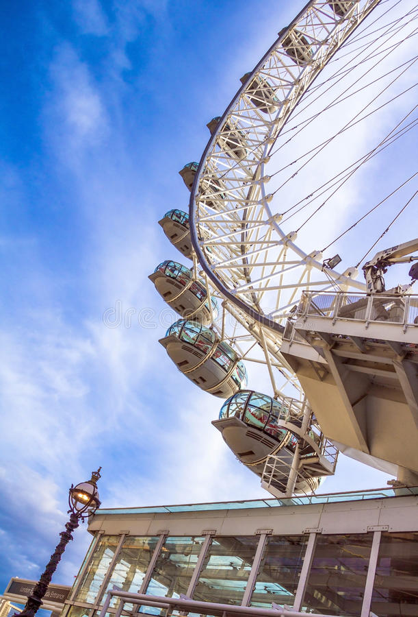 Глаз Лондона гигантское колесо Ferris стоковые изображения rf